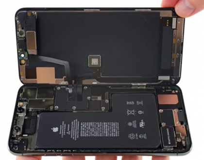 Desmanche do iPhone 11 mostra conector misterioso de bateria e modem da Intel